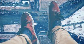 nogi, buty, miasto